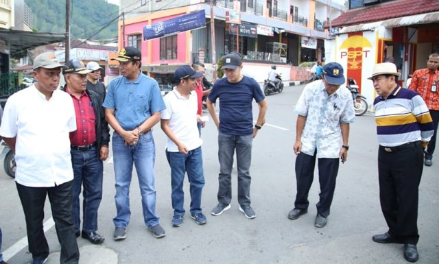 Wako AJB saat Cek Jalan di Kota Sungai Penuh