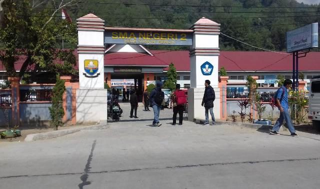 Photo of Aparat Diminta Usut Dugaan Jual Beli Bangku di SMA 2 Sungai Penuh