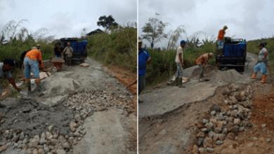 Photo of Tidak Diperhatikan Pemerintah, Warga Perbaiki Sendiri Jalan Selampaung – Masgo