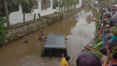Photo of Toyota Kijang Terjun ke Sungai di Simpang Tiga Rawang