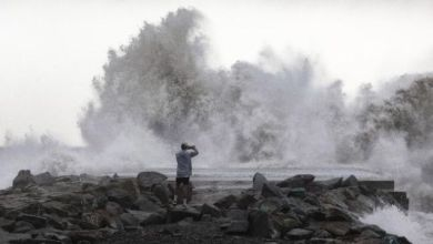 Photo of Inggris Dihantam Badai Dennis, Dua Tewas Terseret ke Laut