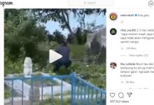 Photo of Parah! Demi Dulang Viewes, Seorang Remaja Tendang Nisan Kuburan Hingga Rusak