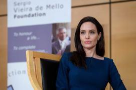 z21516582Q,Angelina-Jolie