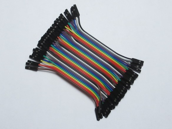Short female-to-female ribbon cable using Dupont connectors