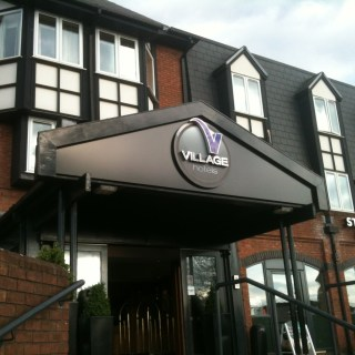 Review : Victory Pub & Kitchen at the Village Hotel