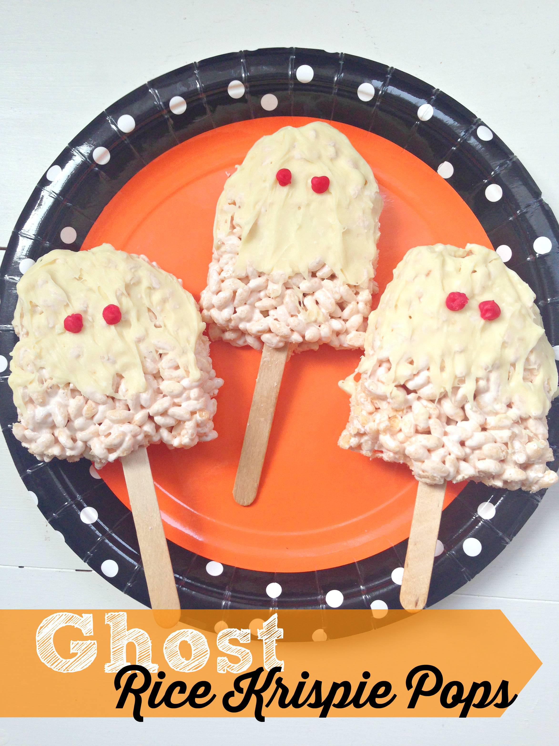 The cutest little Halloween Ghost Rice Krispie Pops! Easy, no bake and a perfect Halloween treat to make with kids! Make them scary or friendly! Great easy no bake recipe and halloween recipe