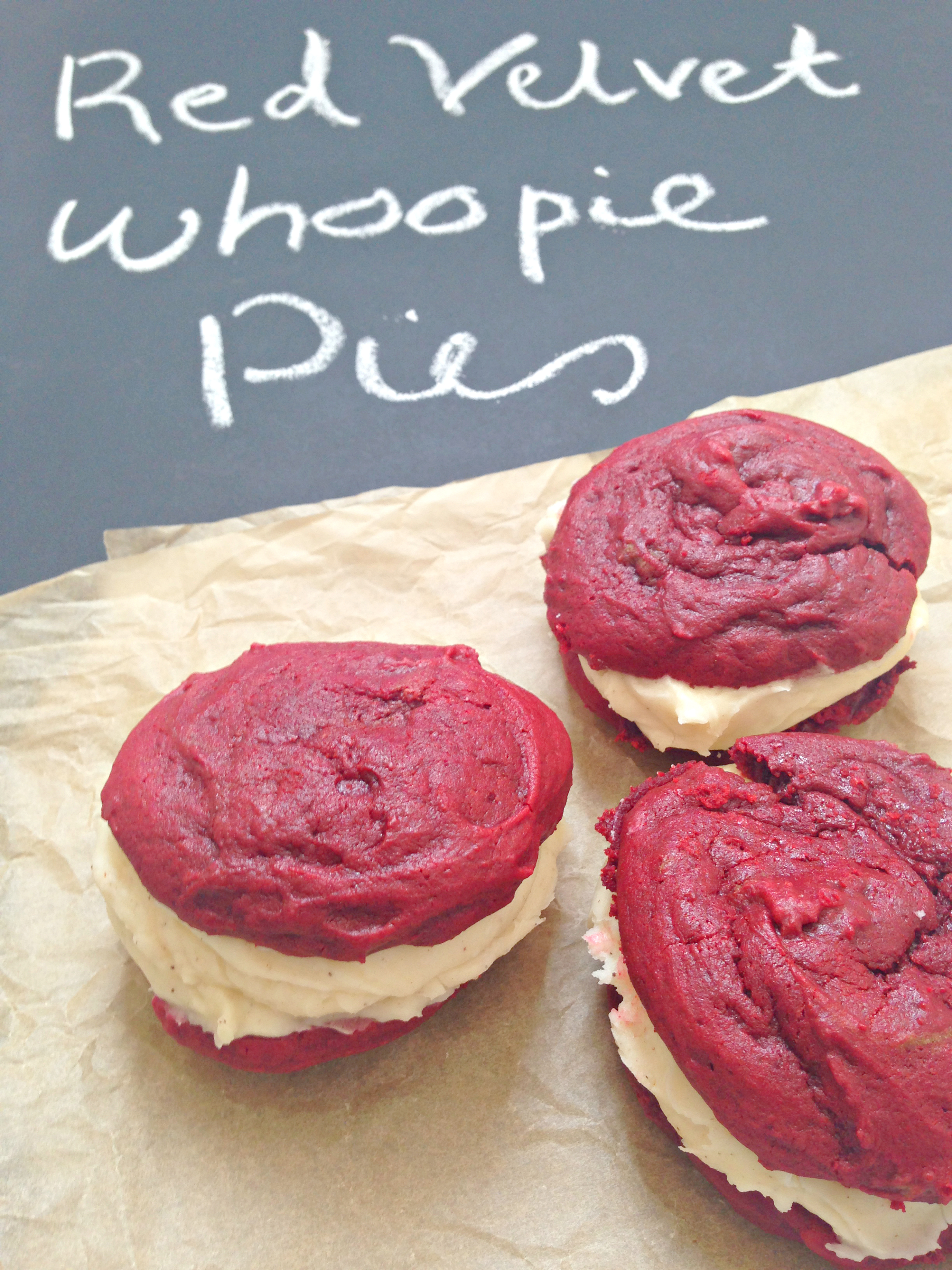 Red Velvet Whoopie Pies - so yummy, delicious and easy!