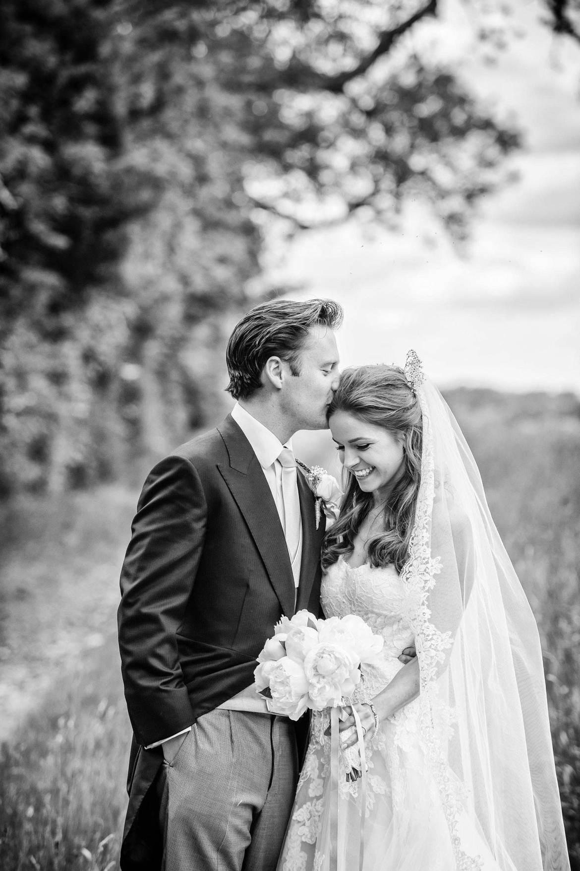 kent wedding photos in countryside