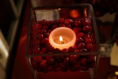 floating candles in cranberries. perfect for autumn!