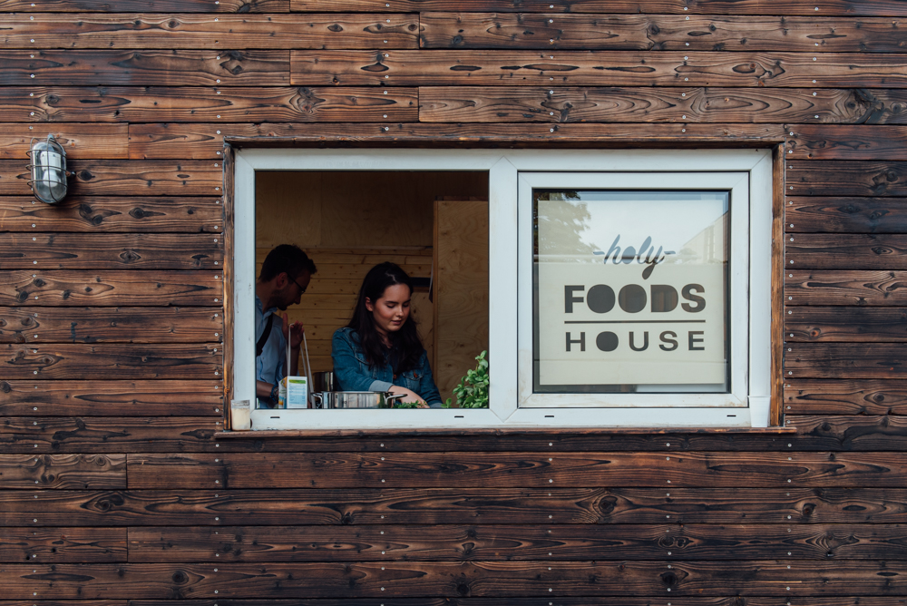 Gemeinsames Kochen im Holy Food House am Bauhaus Campus