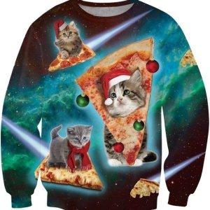 Foto realistische heren kersttrui met een ruimtevaart achtergrond en schattige katten met kerstmuts op pizza ruimteschepen.