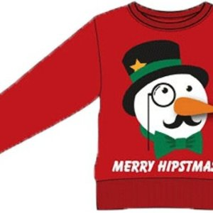 """Rode uniseks kersttrui met tricot manchetten aan de hals, mouwen en taille. Aan de voorzijde heeft deze kersttrui een print van een chique sneeuwpop met hoge hoed, monocle (halve bril), snor en strik. Onder de sneeuwpop staat de tekst """"merry hipstmas!""""."""