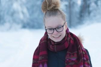 2-Essi-Pulkkinen-kertojan-aani-3000x2000-Kuvaaja-Jukka-Ahola