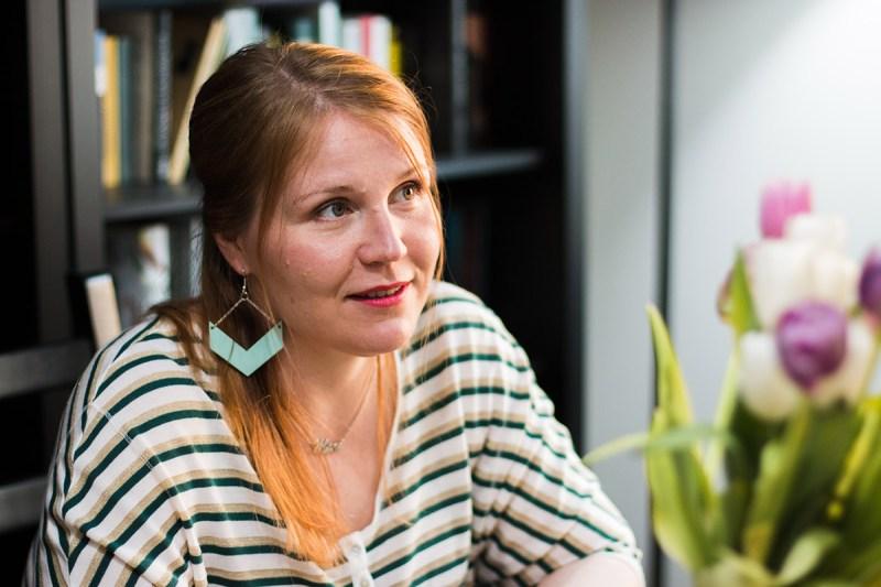 Laulunopettaja Mari-Anneli Sarkkinen kertoo äänenkäytöstä ja laulamisesta.
