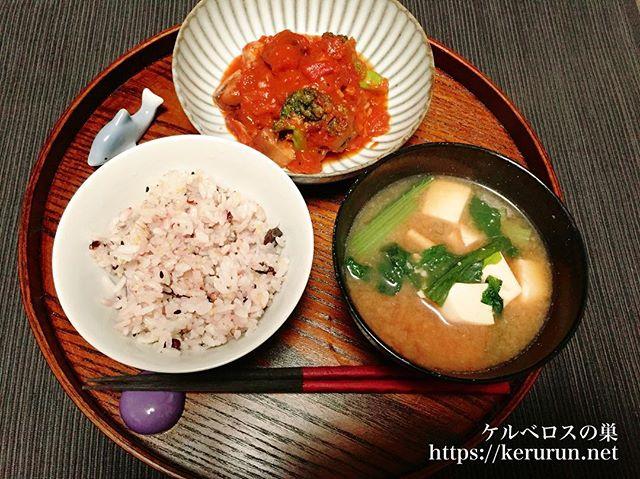 【一汁一菜】鳥もも肉とマッシュルームのトマト煮&小松菜と豆腐と油揚げのお味噌汁