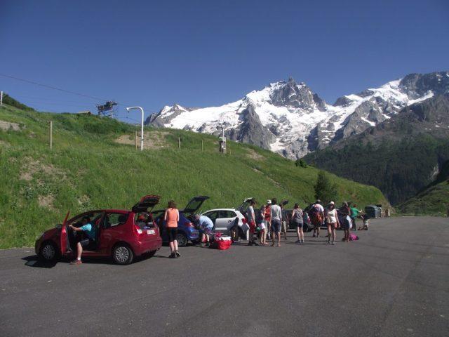 Sur le parking situé à quelques minutes de marche de la maison pour le retour sur Grenoble.