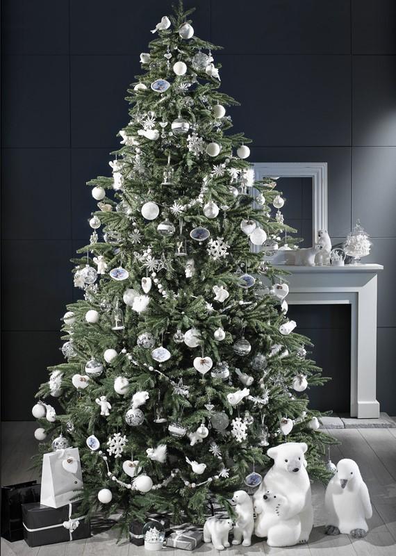 Sapin de Noël et ses cadeaux