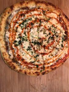 KETO BUFFALO CHICKEN PIZZA
