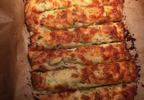 Keto Cheesy Garlic Bread