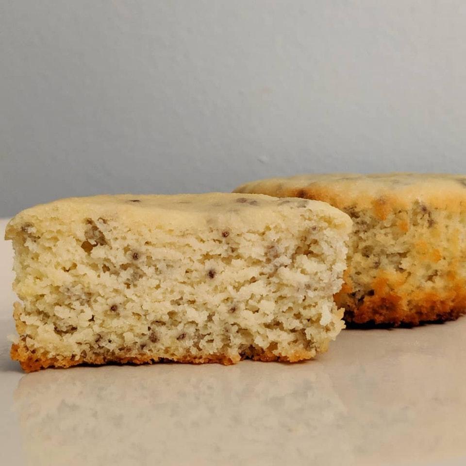 Mini Lemon Chia Cakes (great macros!)