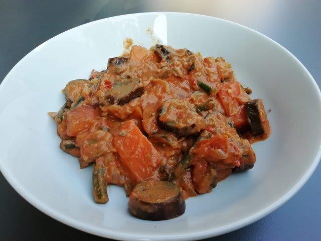 Pinda-groentenstoof met aubergine en kousenband
