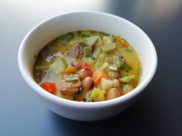 Currysoep met witte bonen en rundsvlees