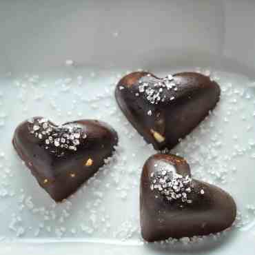 Chocolate Fat Bomb with Macadamia & Sea Salt [Recipe]   KETOGASM.com #keto #fatbomb #lchf #lowcarb #ketogenic #ketosis #recipe #chocolate #macadamia #seasalt #paleo #valentine keto recipes