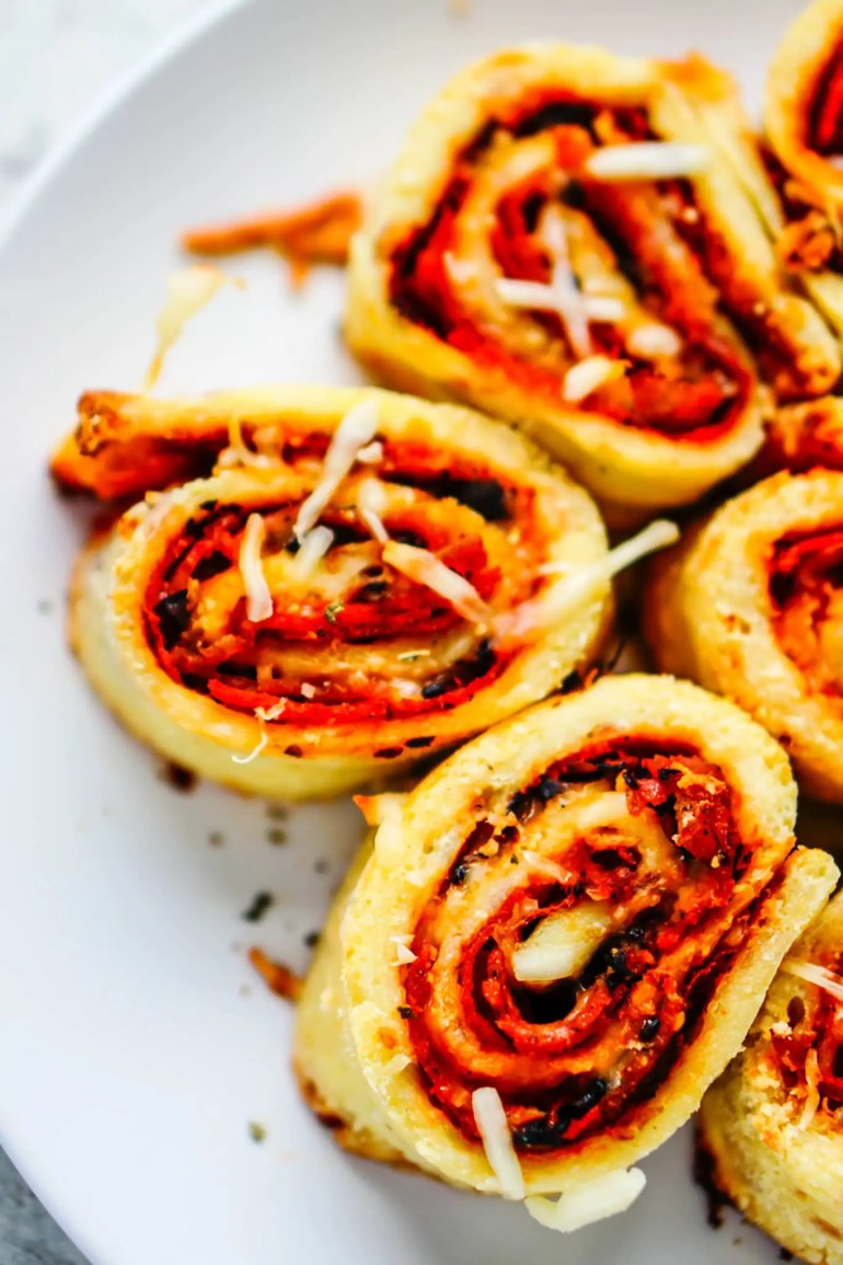 Fathead Pizza Rolls - Low Carb & Gluten Free #keto #ketogenic #pizza #rolls #fathead #gluten #free #atkins #healthy #recipe