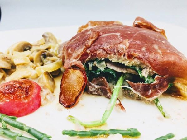 Opgerold vlees met spinazie en champignons