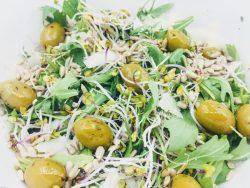 Salade met Parmezaanse Kaas en olijven