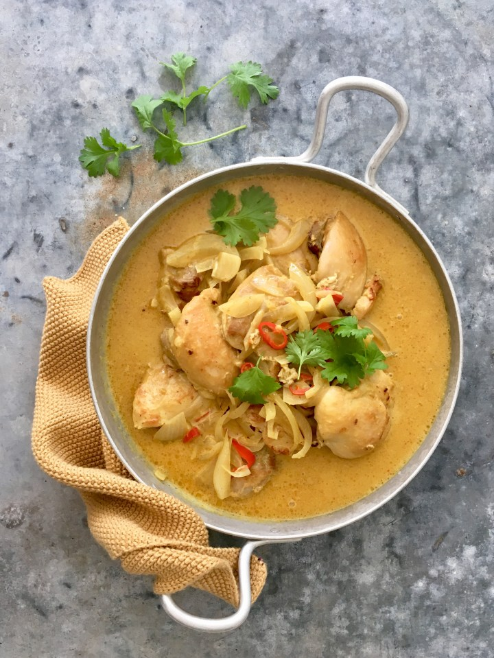 Broileri-kookoscurry ja parsakaaliriisi (Chicken and coconut curry with broccolirice)