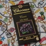 Choceur Classic 55% -os étcsokoládé feketeribizlivel és mandulával