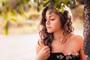 Une photo de portrait artistique avec Léna HOAREAU