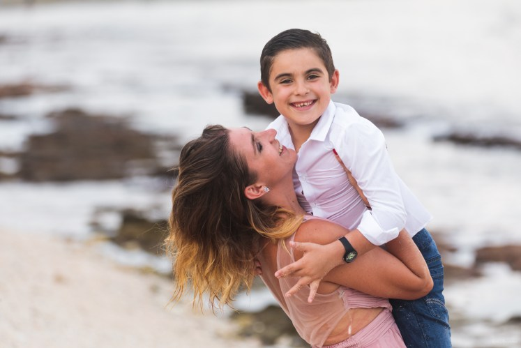 Séance photo de vacances à la Réunion entre mère et fils
