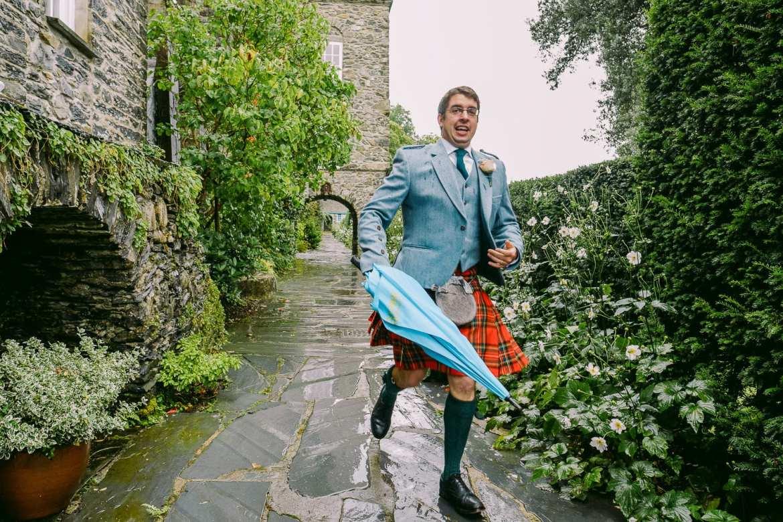 An usher runs to the groom