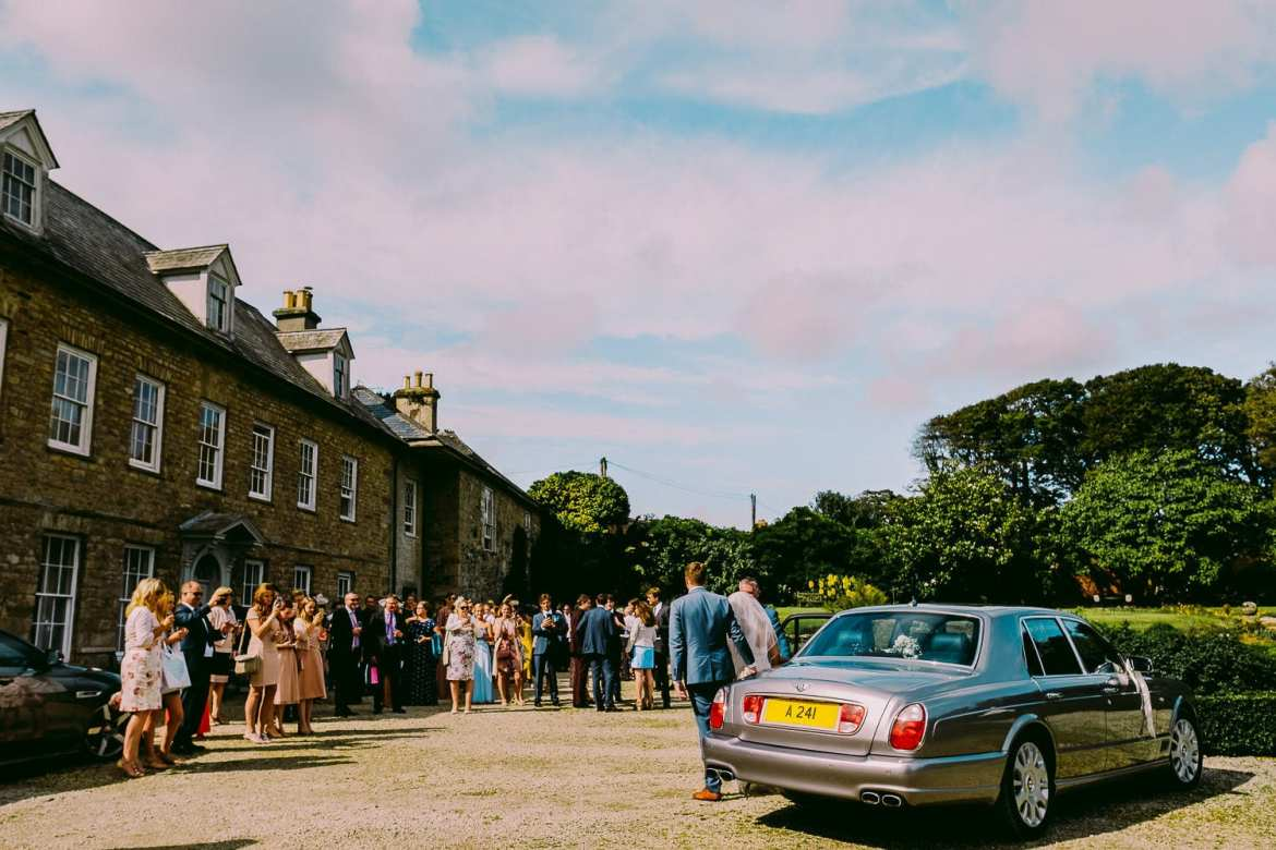 The bride and groom arrive at Trereife house