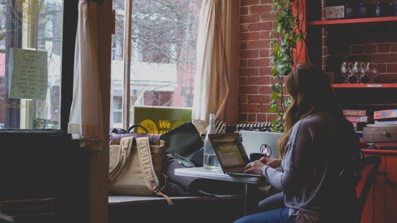 10 dicas para criar um site de sucesso e aumentar o seu engajamento - trabalhar em casa