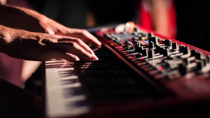 Análise completa do curso fórmula tecladista - 1 teclado musical