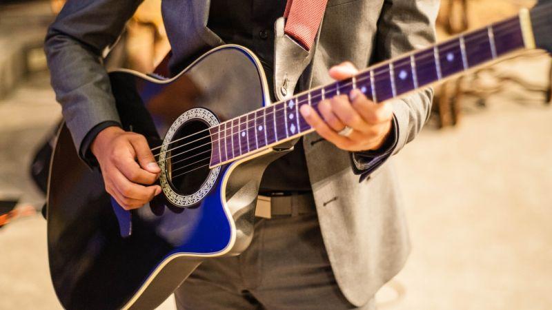 Cours de formule de guitare en ligne - Fabio de Amorim