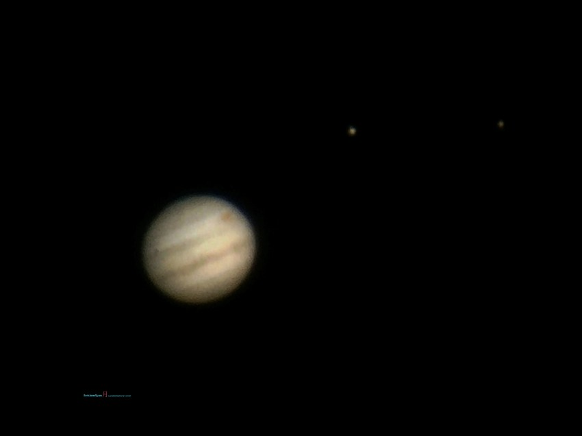 On that Frosty Full moon Jupiter before it arise you can see the Jupiter Red Spot among its moons Io and Europa Photographer @KevinJamesNg