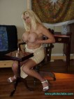 Blonde Kayla Kupcakes shows how to play strip Chess2