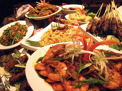 Eating too much? 5 Quick Tips to Surviving Ramadhan Buffets
