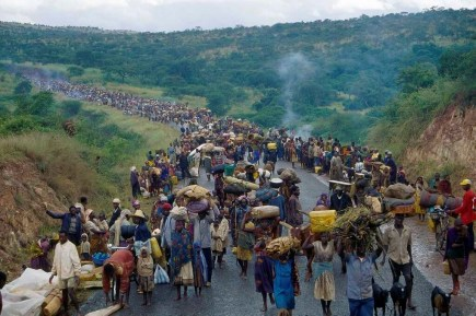 Rwandans crossing into Ngara, Tanzania, April 1994. Source: UNHCR.