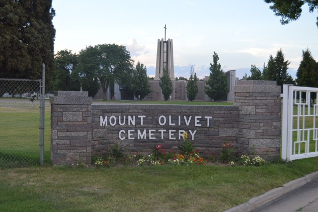 Wikipedia Mount_Olivet_Cemetery_Wheat_Ridge_sign