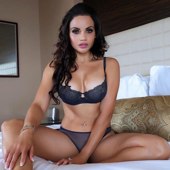 policiere-sexy-samantha-6-610x607