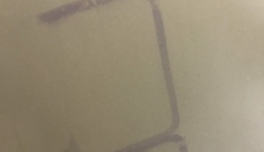 浴室の壁にシャワーカーテンが色移りしたけど簡単に消せた話