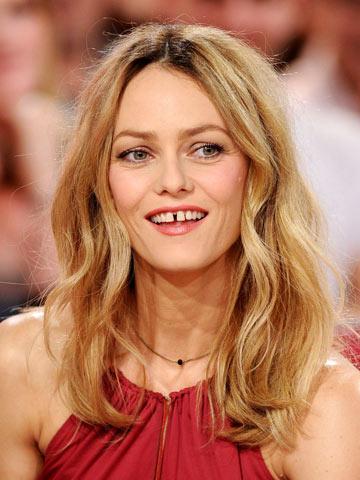 OMG Johnny Depps Ex Vanessa Paradis Ditches Long Blonde
