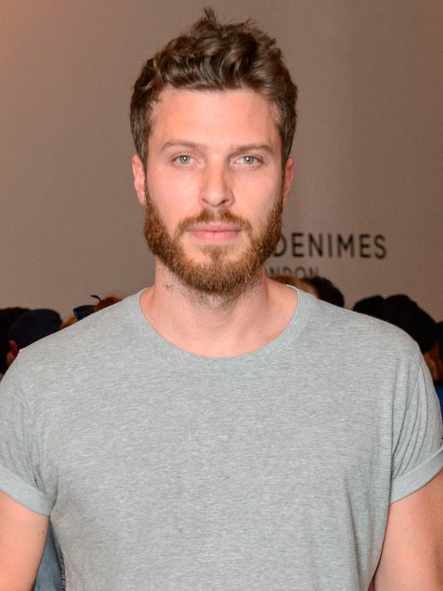 CELEBRITY HOMES TV presenter Rick Edwards shows us around his pad  CelebsNow