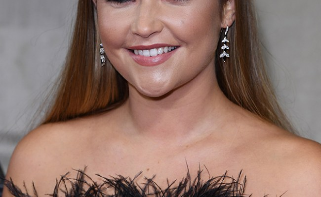 Jacqueline Jossa Delights Fans With Adorable Christmas