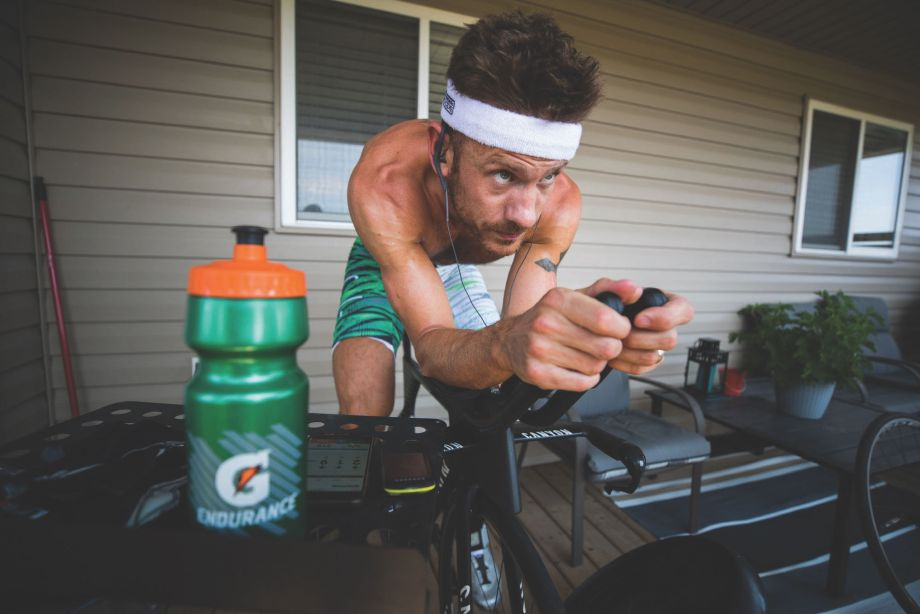 How do you beat a pro on Zwift? An investigation